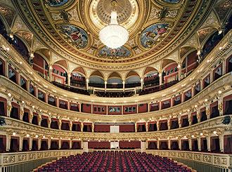Divadla a kulturní zařízení