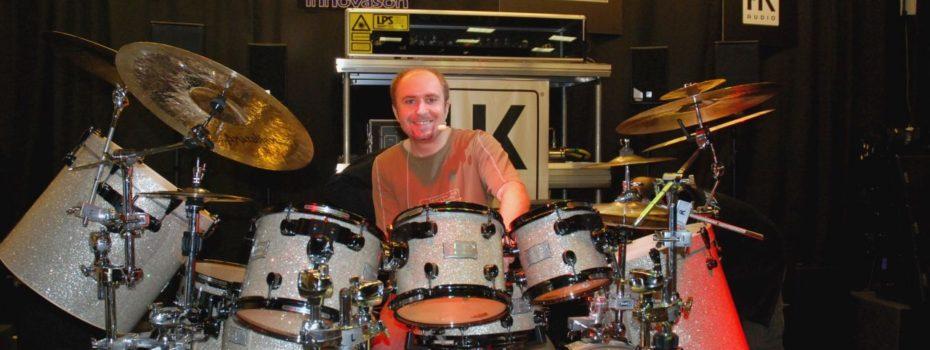 Bubeník Martin Vajgl v našem Showroomu