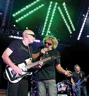 Radial produkty - Joe Satriani live na turné Chickenfoot